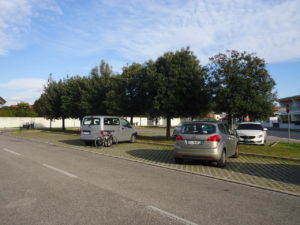 Il parcheggio dietro alla biblioteca